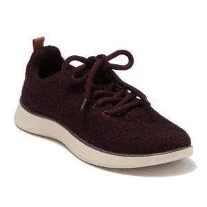 Dr. Scholl's Freestep sneaker burgundy 7.5